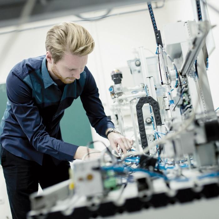 Unit4 ekon Producción para el sector de la fabricación de material y equipo eléctrico